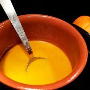 Græskarsuppe er en skøn cremet suppe i en flot farve