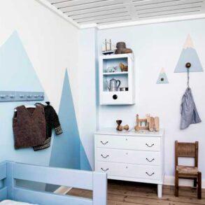 Drengeværelse i fine blå nuancer med maling fra Dyrup