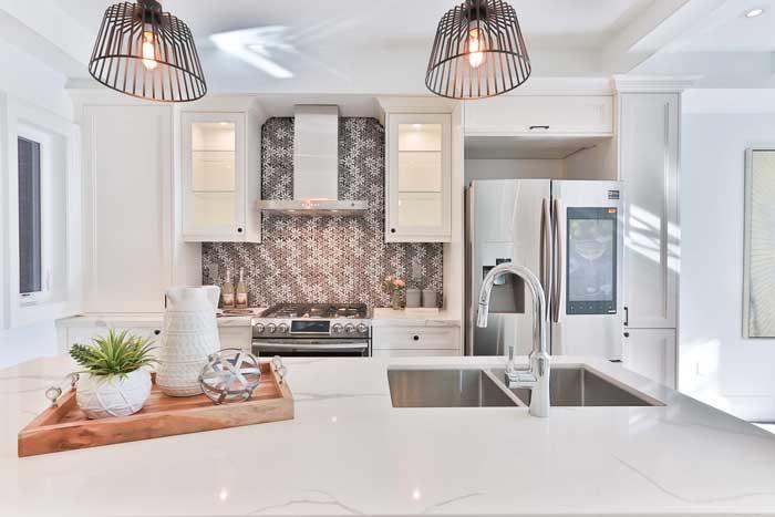 Rigeligt lys er vigtigt i køkkenet - både arbejdslys og stemningslys