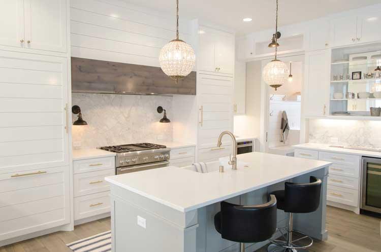 rigtig køkkenbelysning er vigtig - se tips til arbejdslys og stemningslys