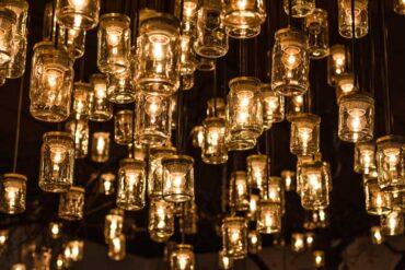 Vær bevidst om lys i boligen.