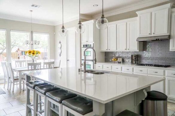 Få inspiration til nyt køkken - her hvidt klassisk køkken fra Aubo
