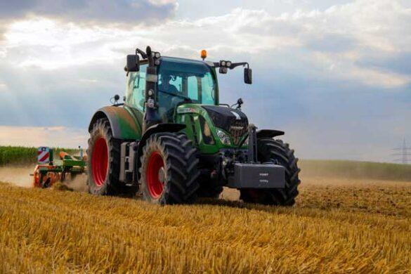 Du kan alt med din traktor. Har du meget stor have så se hvad traktoren kan gøre for dig.
