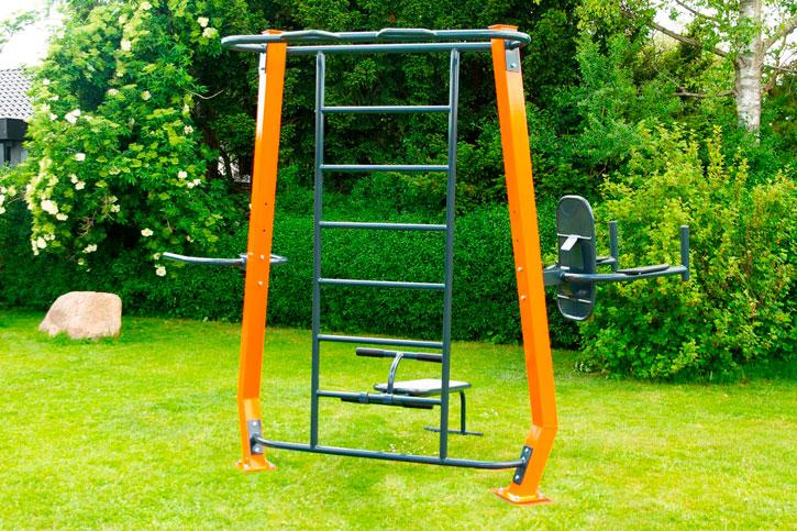 Havetræner 1 - som at have sit eget fitnesscenter i haven med flere træningsstationer.