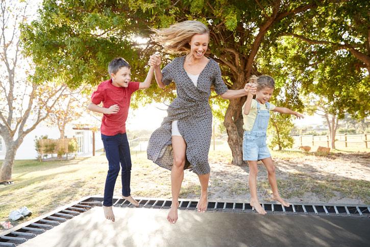 Brug hovedet på trampolinen og undgå ulykker