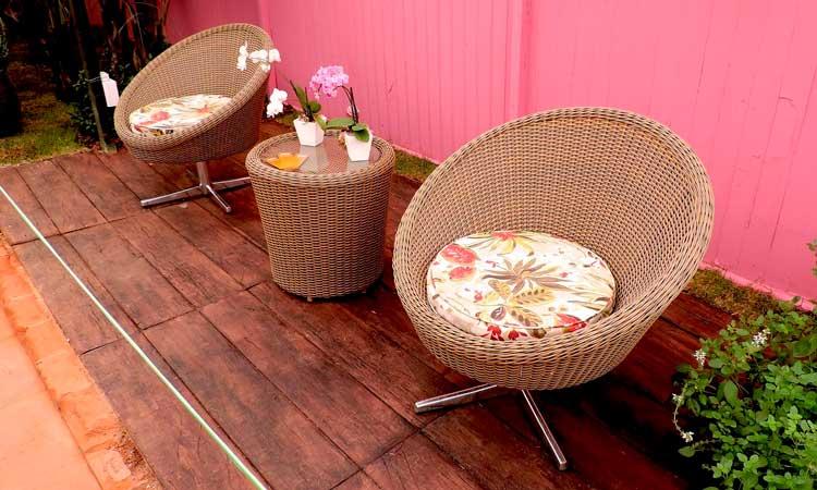 Nyd haven fra et udendørs loungesæt